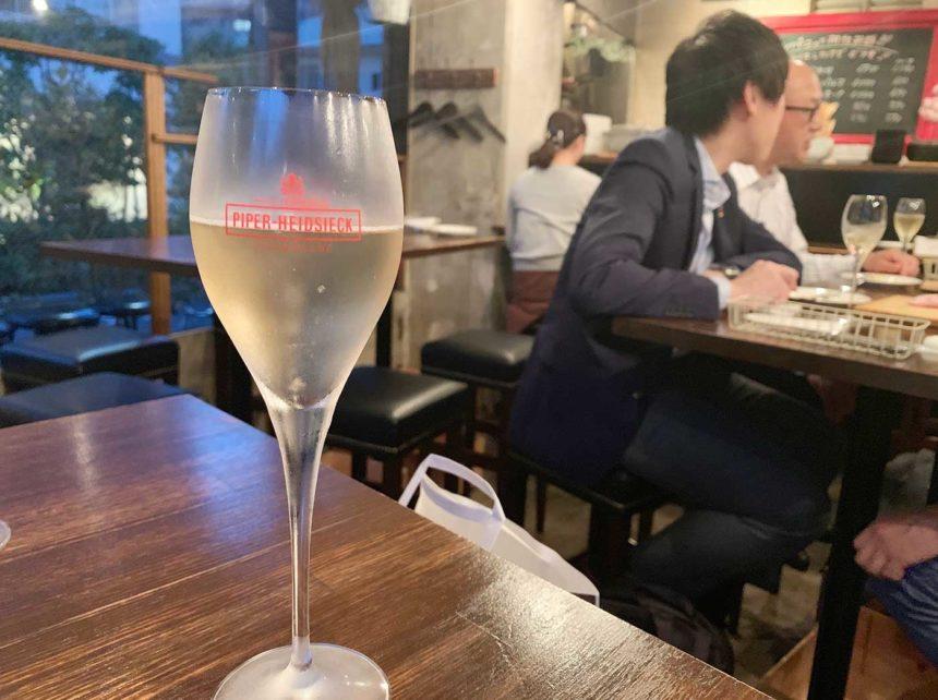 東京,神楽坂,バル,ビストロ,ヌメロサンク,シャンパン,グラス